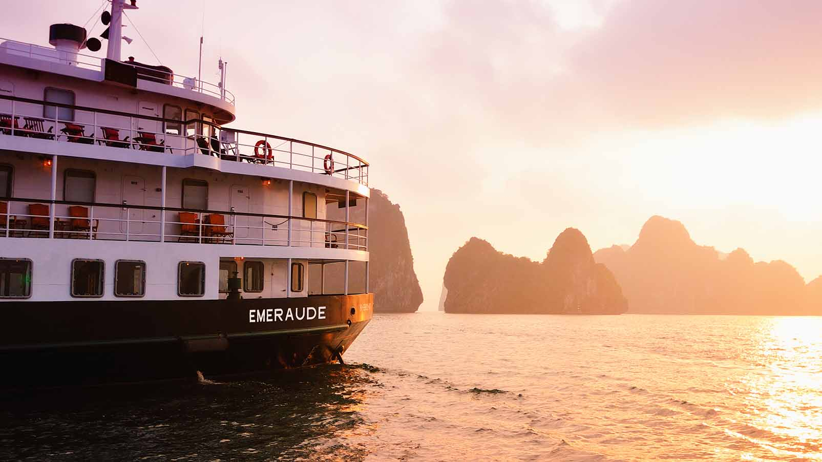 Halong Bay's Ultimate Experience with Emeraude Classic Cruises
